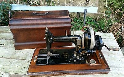 vintage sewing machine The Queen ..hand cranked