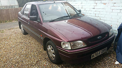 1994 Ford Escort Sapphire 1.6 petrol BREAKING CAR FOR PARTS