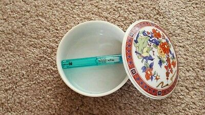 Fine old Chinese round box with lid ,signed on the base .