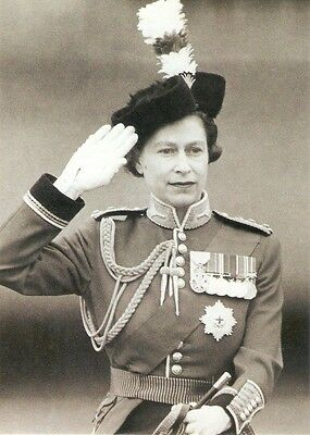 Queen Elizabeth Trooping the Colour  - Single Postcard