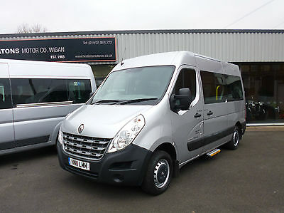Renault MASTER MM33 DCI 100 9 seater wheelchair accessible minibus