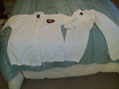 Boys Karate Suit from Arawaza Size 2. Pre-teens