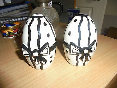 Never used just displayed   Lorna Bailey Black and white salt and pepper set