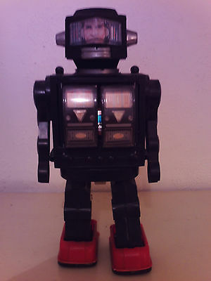 Robot, Unknown Make/year, Battery Operated, Untested, Good/fair Condition.
