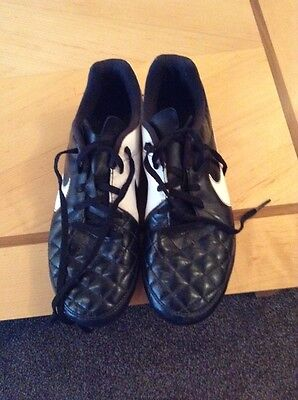 Nike Tempo football boots size 5