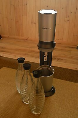 Soda Stream with 3 glass bottles sparkling water
