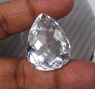 Echter Crystal Quartz . 77,4 ct, 32 x 25 x 18 mm. IF . Weiß