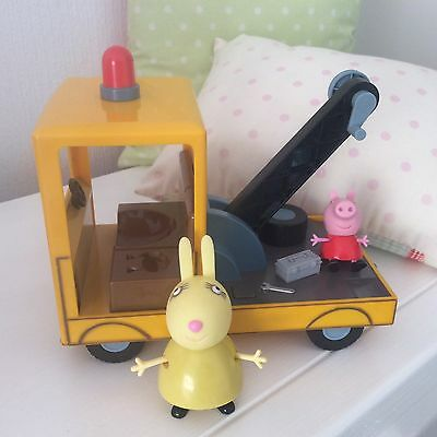 Peppa Pig~Musical Talking Recovery Truck~2Figures
