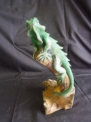Lizard on wood branch ornament