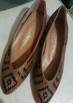 Vintage used tan shoes size 2
