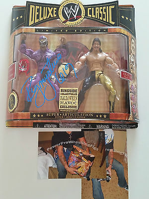 WWE Classic 2 Pack REY MYSTERIO & Eddie Guerrero signed Proof MOC WCW figure