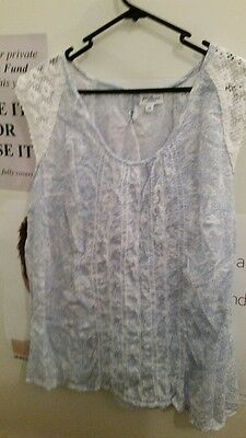Cool beautiful!  Sleeveless blue/white floral blouse by Millers, Size 14