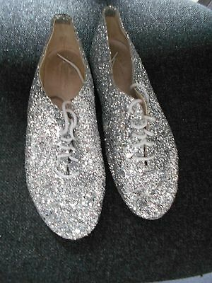 Used   Full Sole Silver Glitter Jazz Shoes Size 5 In Good Condition
