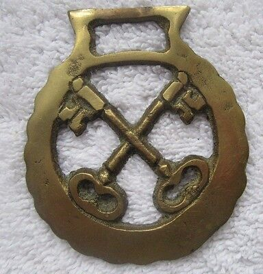Nice Collectable Crossed Keys  Horse Brass!