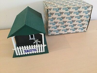 Vintage Tri-ang SCALEXTRIC A233 Entrance Building Very Good Condition