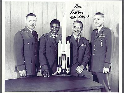 AUTOGRAPH,HAND SIGNED MANNED ORBITING LAB-- NASA  Astronaut  Don Peterson