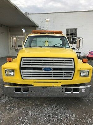 1993 Ford F700 Wrecker Tow Truck