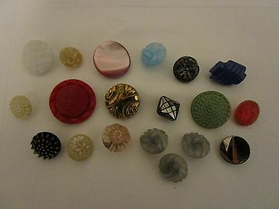 19 x vintage glass buttons