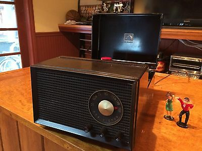 1954 RCA 4-Y-511 45 RPM Record Player/ AM Radio Totally Restored