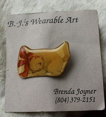 B.J.s WEARABLE ART White Cat Pin Red Bow LUCITE  CUTE!