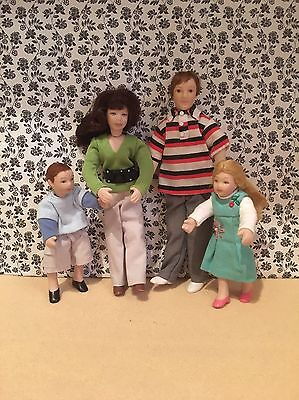 Dolls House Emporium Collectors Dolls/ People/ Family 4 Modern