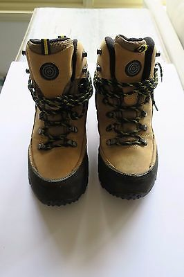 Womens OUTDOOR EXPEDITION DAYLESFORD HIKING BOOTS - TAN/WOMENS Size 8