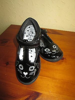 Little girls shoes size 7. Black patent .. Imaculate cond .