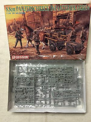 Dragon 6104 : Groupe Combat Wehrmacht 6 Figurines Cheval Remorques Armes (1/35)