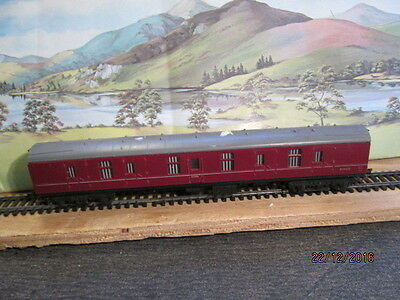 Oo Gauge - Tri-Ang Br Maroon Guard / Baggage Coach   Used Condition #2