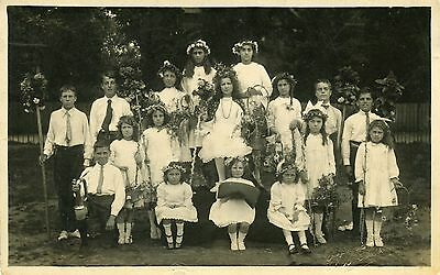 Maypole children - Reading Berkshire - May Day celebrations - May Queen
