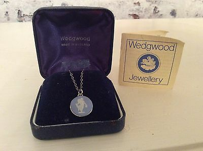 Beautiful vintage Wedgwood 925 silver pendant & chain with original box