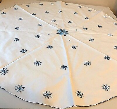 Needlepoint Linen Tablecloth Winter Holiday Table Runner Christmas Circle 34""
