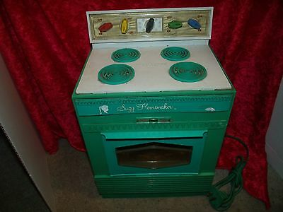 Vintage Topper 1960s Suzy Homemaker Stove Play kitchen