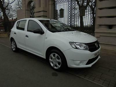 2013 63 Dacia Sandero 1.1 Ambiance 5Dr Manual White  75 Bhp 17000 Miles From New