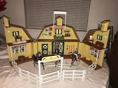 Breyer Saddle Club Pine Hollow Stables Playset Carry Case with Horses LOT