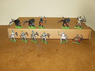 11x vintage BRITAINS anciennes figurines - CHEVALIERS MEDIEVAUX KNIGHTS - 70's