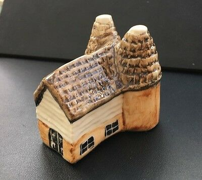 The Oast House (No.17) - The Tey Pottery Britain in Miniature