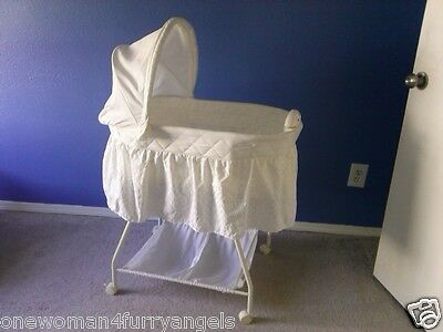 Delta Children Baby Bassinet White Music Light w Mattress Local Pickup Only