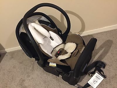 Maxi Cosi AIr Protect  infant car seat capsule (Great Condition)