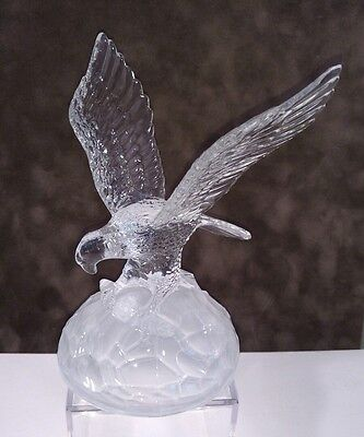 Crystal Glass American Bald Eagle figurine with Frosted Glass Base