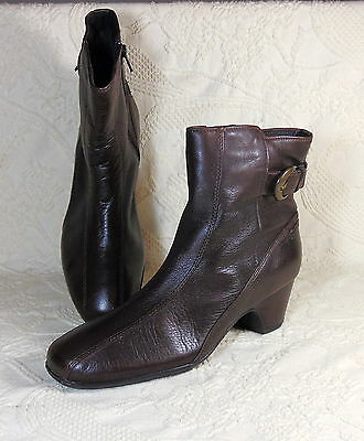 Clarks Womens Artisan Boots Size 8.5 N