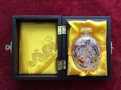 Chinese Painting Inside Glass Snuff Bottle, Beautiful Butterfly (NEEDS REPAIR)