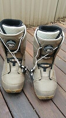 snow boots ladies size US 7