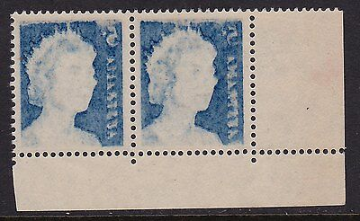 Australia 1967 5c QE2 Mint Pair with stunning offset.