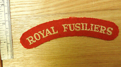 Original Military WW2 Royal Fusiliers Cloth Shoulder Title Badge (4423)