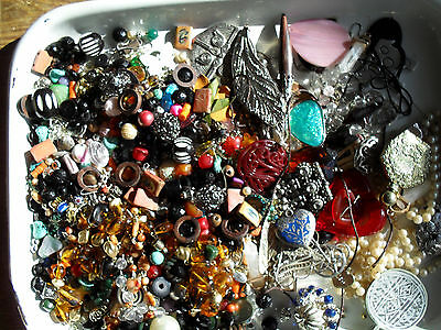 job lot recycled beads/pendants/jewellery making items nearly 1kg