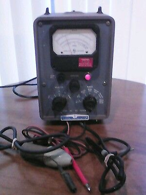 Vintage HP 410B Vacuum Tube High Input Impedence Voltmeter With Probes