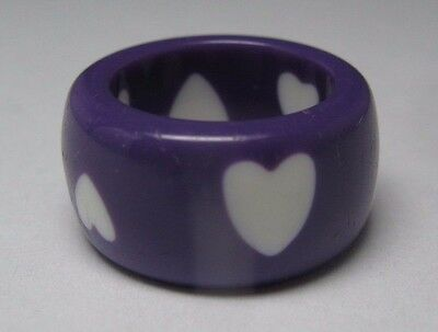 Vintage Purple Lucite Wide Eternity Band Ring With White Hearts - Size 5.5