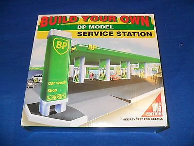 1995 Build Your Own Bp Model Service Station Snap Together