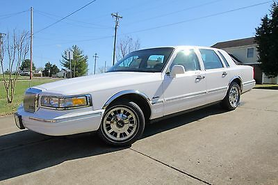 1997 Lincoln Town Car Signature Touring 1997 Lincoln Town Car Signature with Ride and Handling package